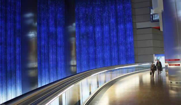 La cascada artificial hecha con diodos LED