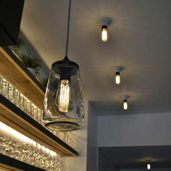 bombilla led filamentos en lámpara transparente