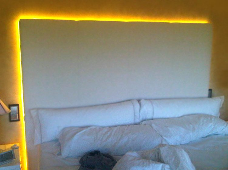 Decorar un dormitorio juvenil con luces led ledbox news - Luces led habitacion ...