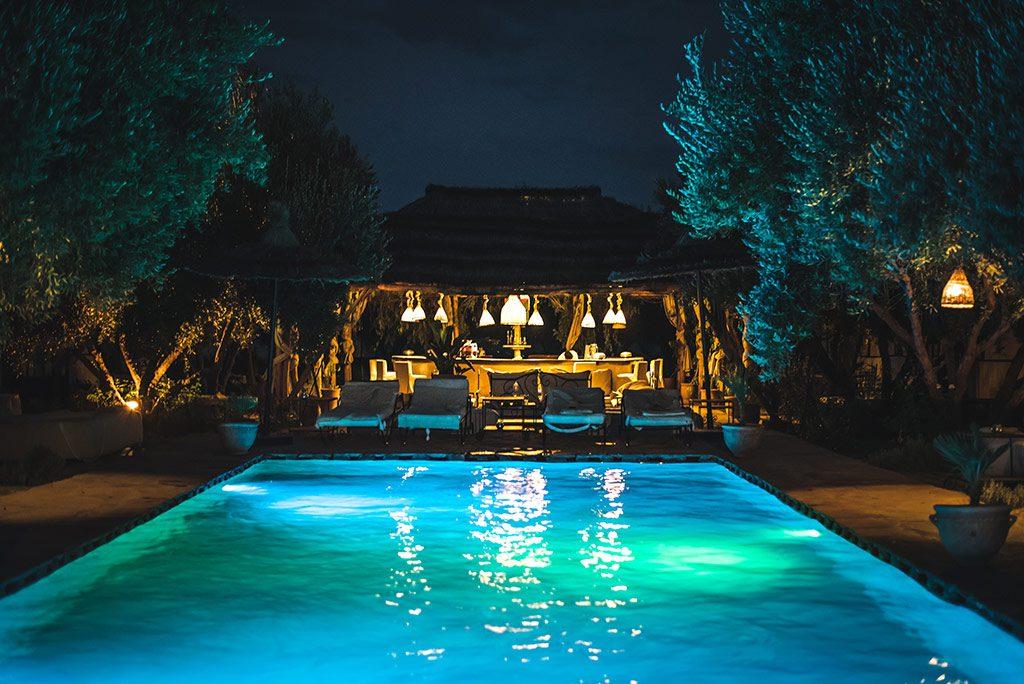 iluminar tu piscina con LED